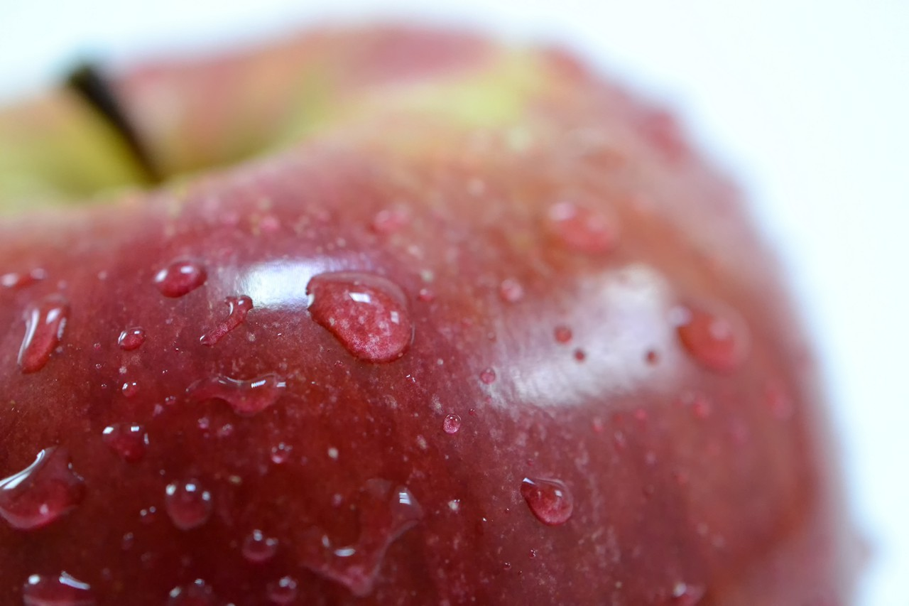 Sweet red & wet apple - free food-drink images to use - fruits, apple