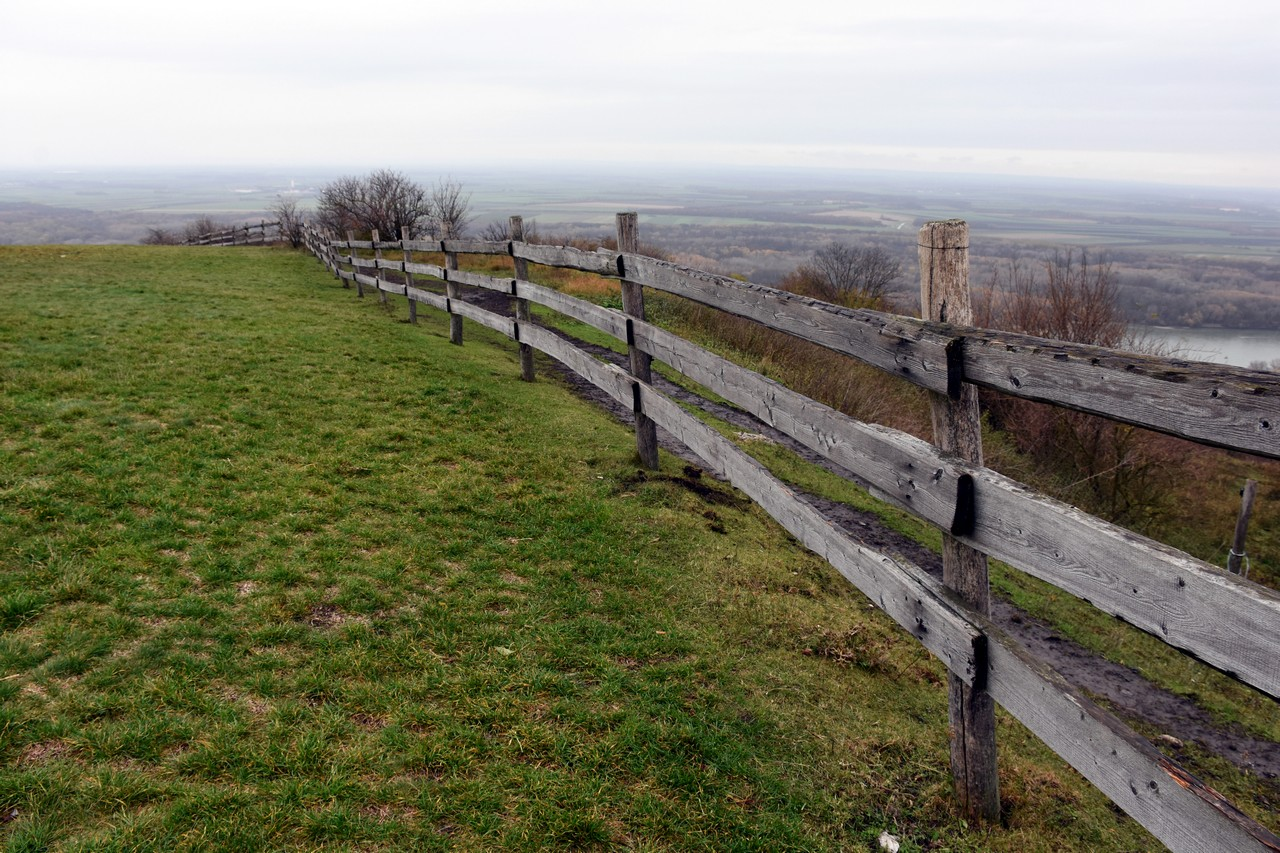 Pasture land and wooden fence - free nature images to use - pasture, landscape, land, hill, fence