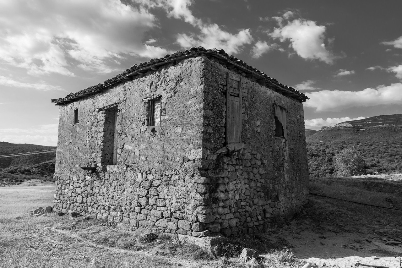 Old Greek house #2 - free architecture images to use - blackandwhite, b&w, abandoned places